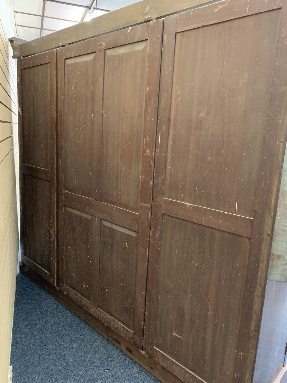 CIRCA 1900 MAHOGANY TRIPLE WARDROBE with dentil carved cornice and large central mirrored door - Image 5 of 6