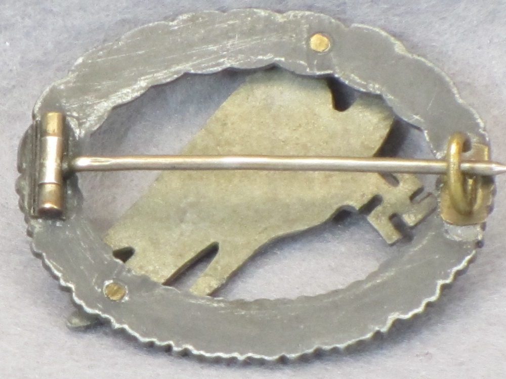 WW2 GERMAN LUFTWAFFE PARATROOPER BADGE - unmarked, possible later repairs, closed wreath at the - Image 2 of 2