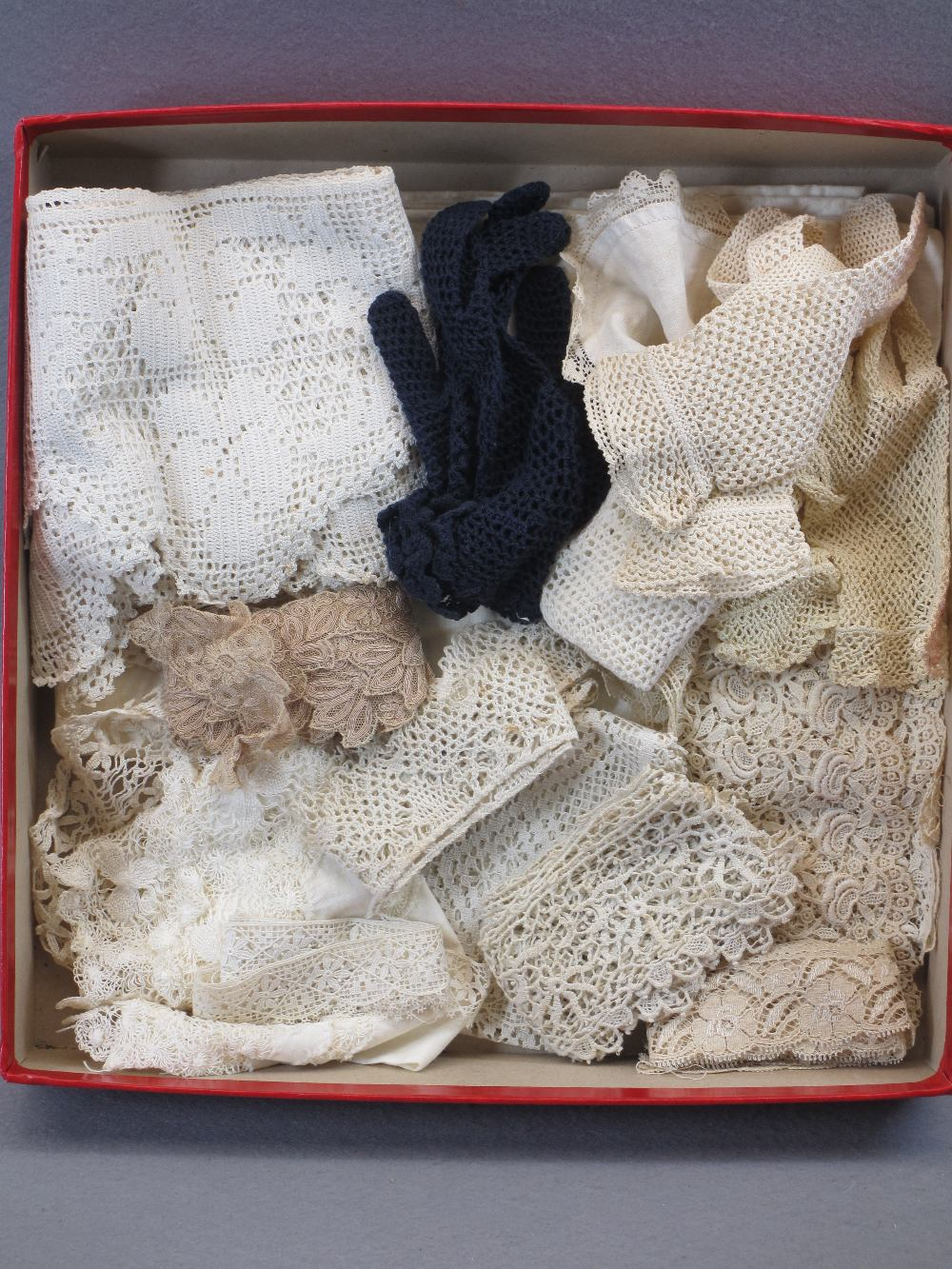VINTAGE HAND MADE & OTHER LACE, a quantity