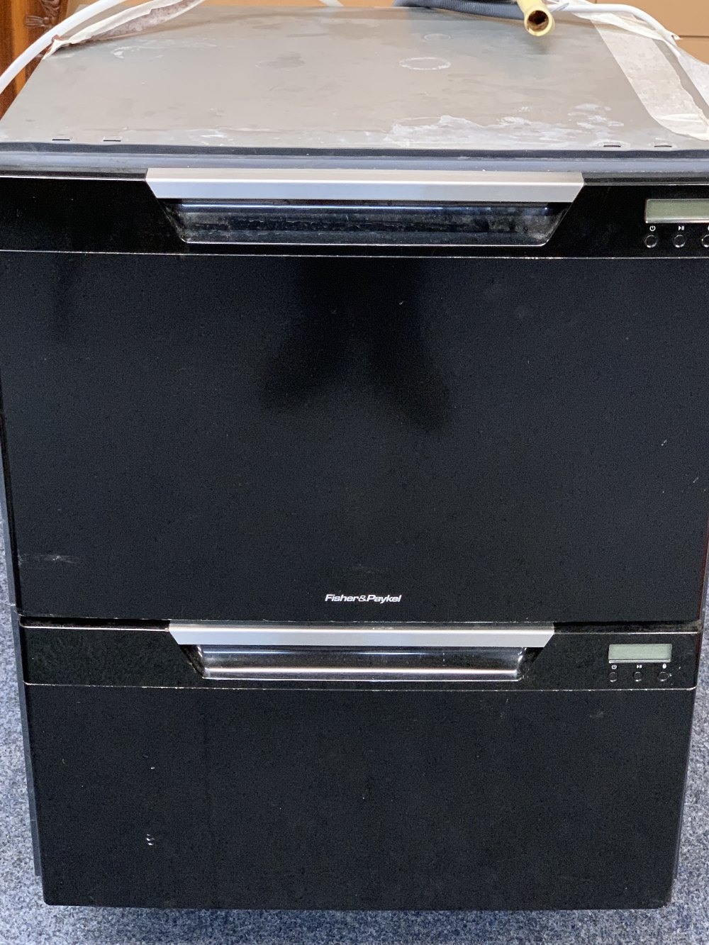 FISHER & PAYKEL INTEGRATED DISHWASHER WITH BLACK FRONT - 90cms H, 60cms W, 60cms D E/T