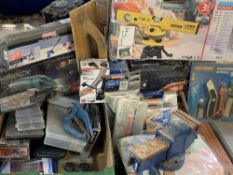 GARAGE/WORKSHOP/DECORATOR'S ELECTRICAL & OTHER TOOLS & BENCH VICE - including a cased Powerfix laser
