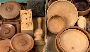 TREEN - an assortment of turned bowls and other items