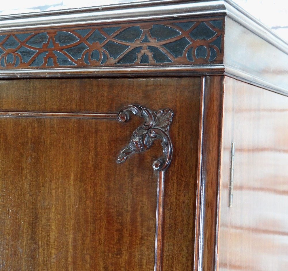 GEORGIAN CHIPPENDALE-STYLE TRIPLE MAHOGANY WARDROBE, blind fret carved frieze above panelled doors - Image 3 of 3