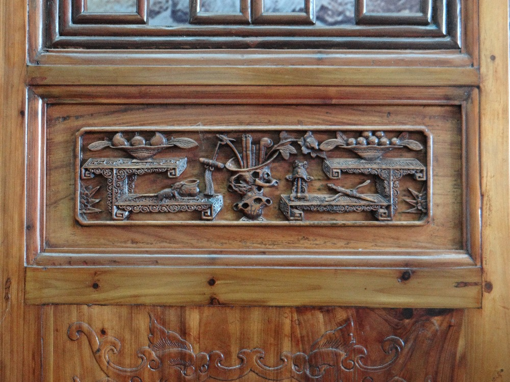 LARGE CHINESE ELM SIX-LEAF SCREEN, reticulated top and centre panels decorated with bats, cash and - Image 9 of 12