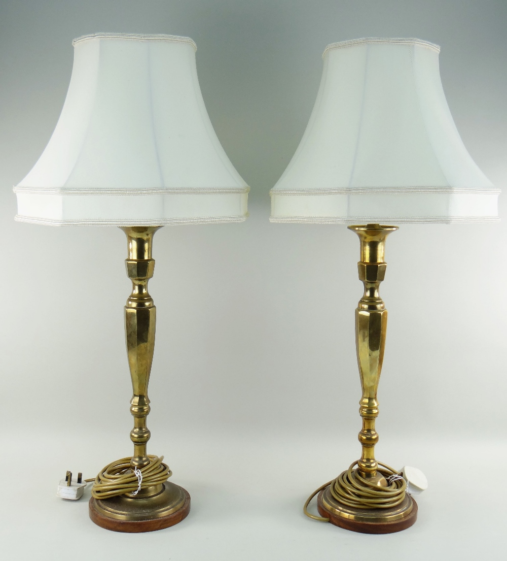 PAIR OF CONTINENTAL BRASS TABLE LAMPS on wooden bases with ivory cloth shades, sticks 40cms high and - Image 2 of 4