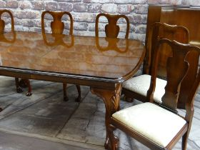 GOOD REPRODUCTION MAHOGANY EXTENDING DINING TABLE & CHAIRS, the table with moulded top on shell