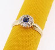 YELLOW METAL DIAMOND & SAPPHIRE CLUSTER RING, 2.4gms