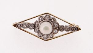 YELLOW METAL PEARL & DIAMOND BAR BROOCH, 2.7cms long, 2.6gms, in Lowe & Sons of Chester black