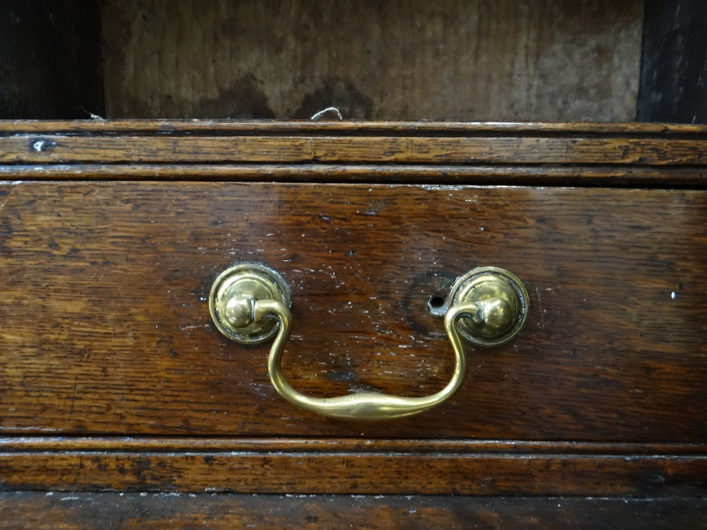 A SMALL CHARACTERFUL OAK NORTH WALES CUPBOARD-BASE WELSH DRESSER circa 1770-1800 having a base of - Image 23 of 26
