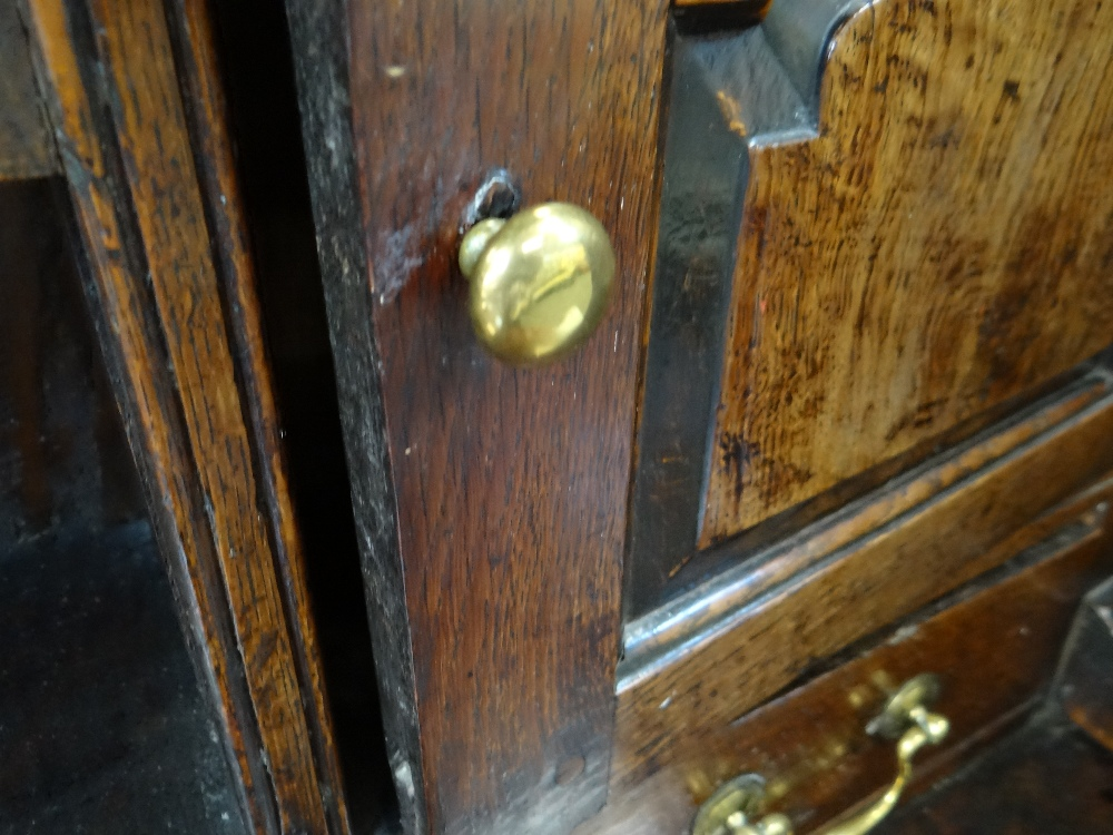 A SMALL CHARACTERFUL OAK NORTH WALES CUPBOARD-BASE WELSH DRESSER circa 1770-1800 having a base of - Image 22 of 26