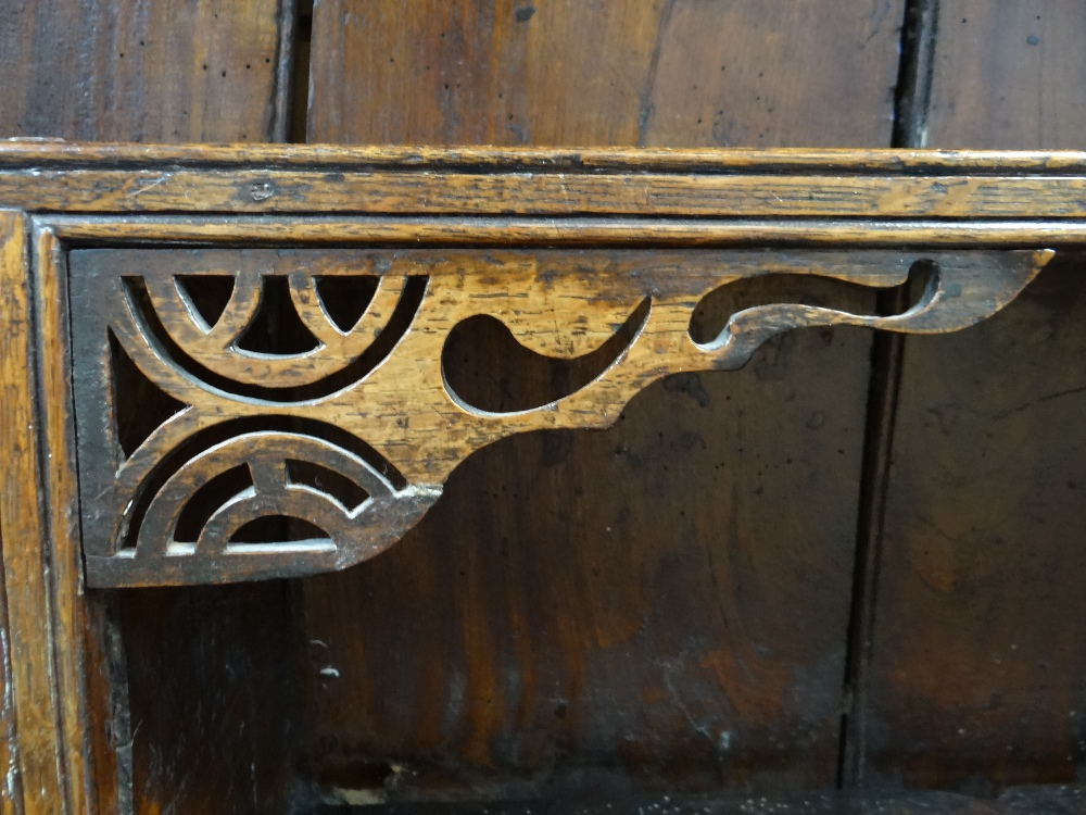 A SMALL CHARACTERFUL OAK NORTH WALES CUPBOARD-BASE WELSH DRESSER circa 1770-1800 having a base of - Image 20 of 26