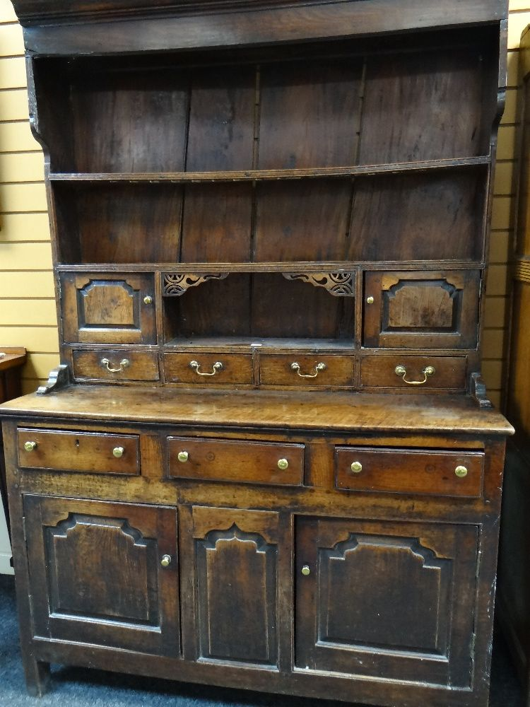 A SMALL CHARACTERFUL OAK NORTH WALES CUPBOARD-BASE WELSH DRESSER circa 1770-1800 having a base of - Image 26 of 26