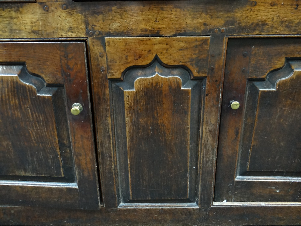 A SMALL CHARACTERFUL OAK NORTH WALES CUPBOARD-BASE WELSH DRESSER circa 1770-1800 having a base of - Image 13 of 26