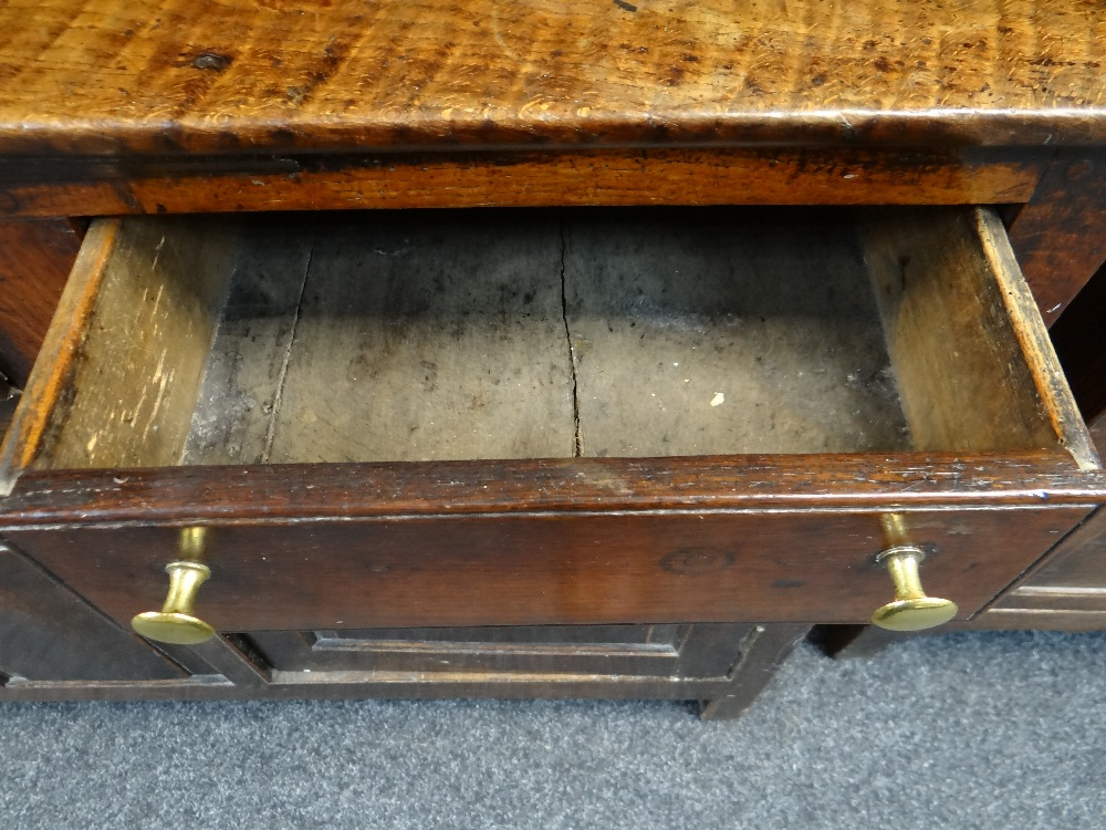 A SMALL CHARACTERFUL OAK NORTH WALES CUPBOARD-BASE WELSH DRESSER circa 1770-1800 having a base of - Image 24 of 26