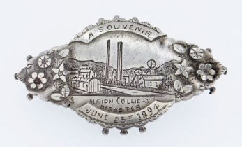 A SILVER PIN BROOCH TO COMMEMORATE THE 1894 ALBION COLLIERY DISASTER engraved with a detailed