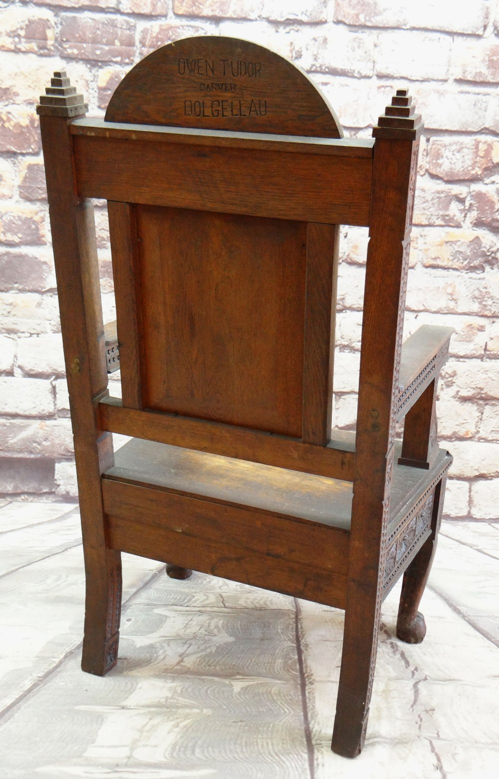 A 1908 EISTEDDFOD BARDIC CHAIR AWARDED TO REVEREND WILLIAM ALFA RICHARDS (1875-1931) in carved - Image 5 of 6