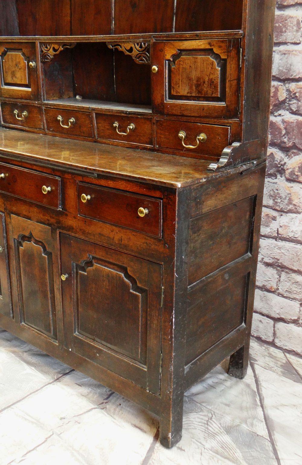 A SMALL CHARACTERFUL OAK NORTH WALES CUPBOARD-BASE WELSH DRESSER circa 1770-1800 having a base of - Image 9 of 26