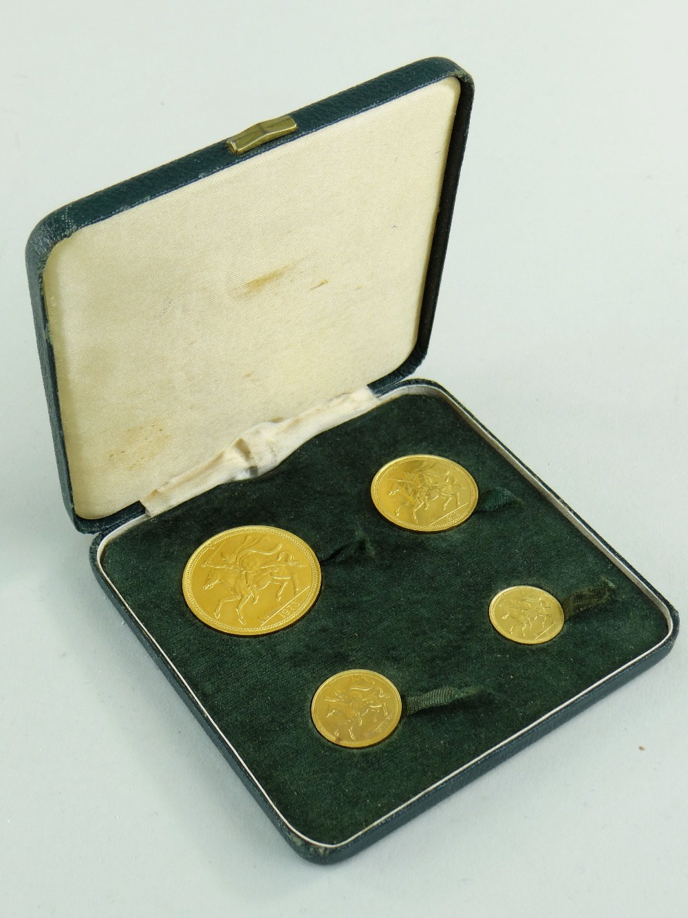 POBJOY MINT ISLE OF MAN 1973 GOLD FOUR COIN SOVEREIGN SET comprising £5 coin, £2 coin, sovereign and - Image 3 of 4
