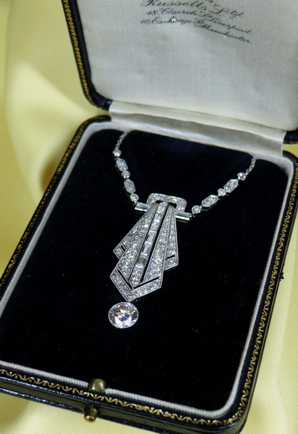 ART DECO DIAMOND ENCRUSTED PENDANT ON CHAIN, having diamond drop (1.0ct approx.) below the pierced - Image 4 of 4