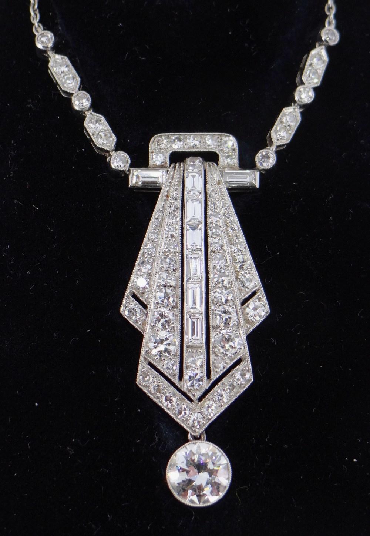 ART DECO DIAMOND ENCRUSTED PENDANT ON CHAIN, having diamond drop (1.0ct approx.) below the pierced - Image 2 of 4