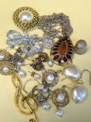 ASSORTED COSTUME JEWELLERY comprising pendant on chain, bar brooches, earrings, silver thimble ETC