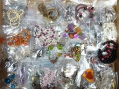 VINTAGE & LATER COSTUME JEWELLERY BANGLES & NECKLACES - a large quantity in 50 small plastic bags