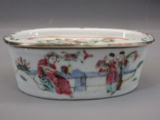 LATE 18TH/EARLY 19TH CENTURY OVAL FAMILLE ROSE POT - with pierced cover, 12 x 7cms having figural