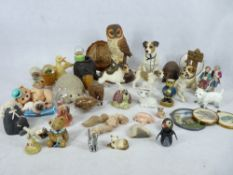 MIXED COMPOSITION ANIMAL/PEOPLE FIGURINES & COLLECTABLES