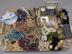 VINTAGE & LATER COSTUME JEWELLERY & COLLECTABLES including a good group of colourful stone and paste
