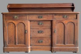 VICTORIAN MAHOGANY RAILBACK SIDEBOARD with a 'T' arrangement of six opening drawers and flanking
