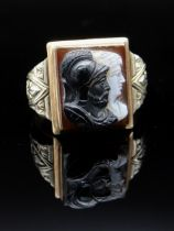 10K GOLD HARDSTONE CAMEO RING, the square-shape sardonyx panel possibly depicting Hector & Achilles