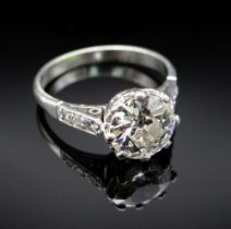 PLATINUM DIAMOND SOLITAIRE RING, the claw set central stone measuring 1.5cts approx. (visual