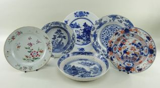 SIX CHINESE EXPORT PORCELAIN DISHES, Qing dynasty, comprising Chinese Imari plate, 23cms diam;