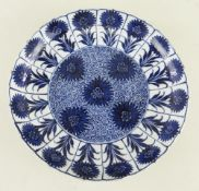 CHINESE BLUE & WHITE 'ASTER' PATTERN SAUCER DISH, Kangxi, painted with typical design of flowerheads