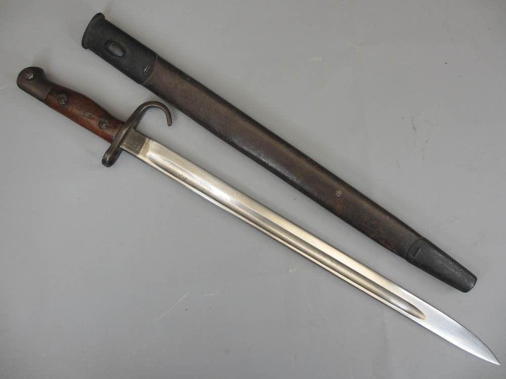 RARE WW1 1907 PATTERN AUSTRALIAN HOOKED QUILLON BAYONET with metal mounted leather scabbard, the