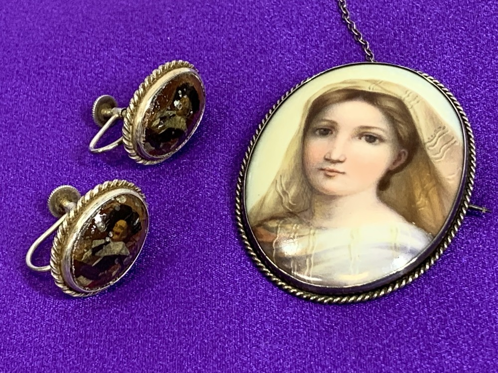 PORCELAIN & OTHER PORTRAIT JEWELLERY to include a hand painted oval porcelain brooch, silver - Image 2 of 5
