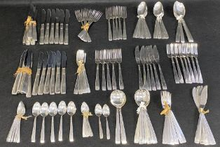 VINTAGE ONEIDA 8 SETTING CUTLERY SET WITH SPARES