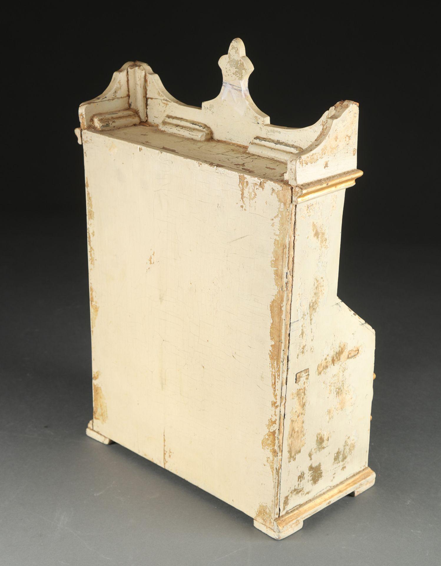 Bedeutender Modellsekretär von 1750. Innen kleines Dokument. H. ca. 50cm. Altersspuren und kleine - Bild 4 aus 5