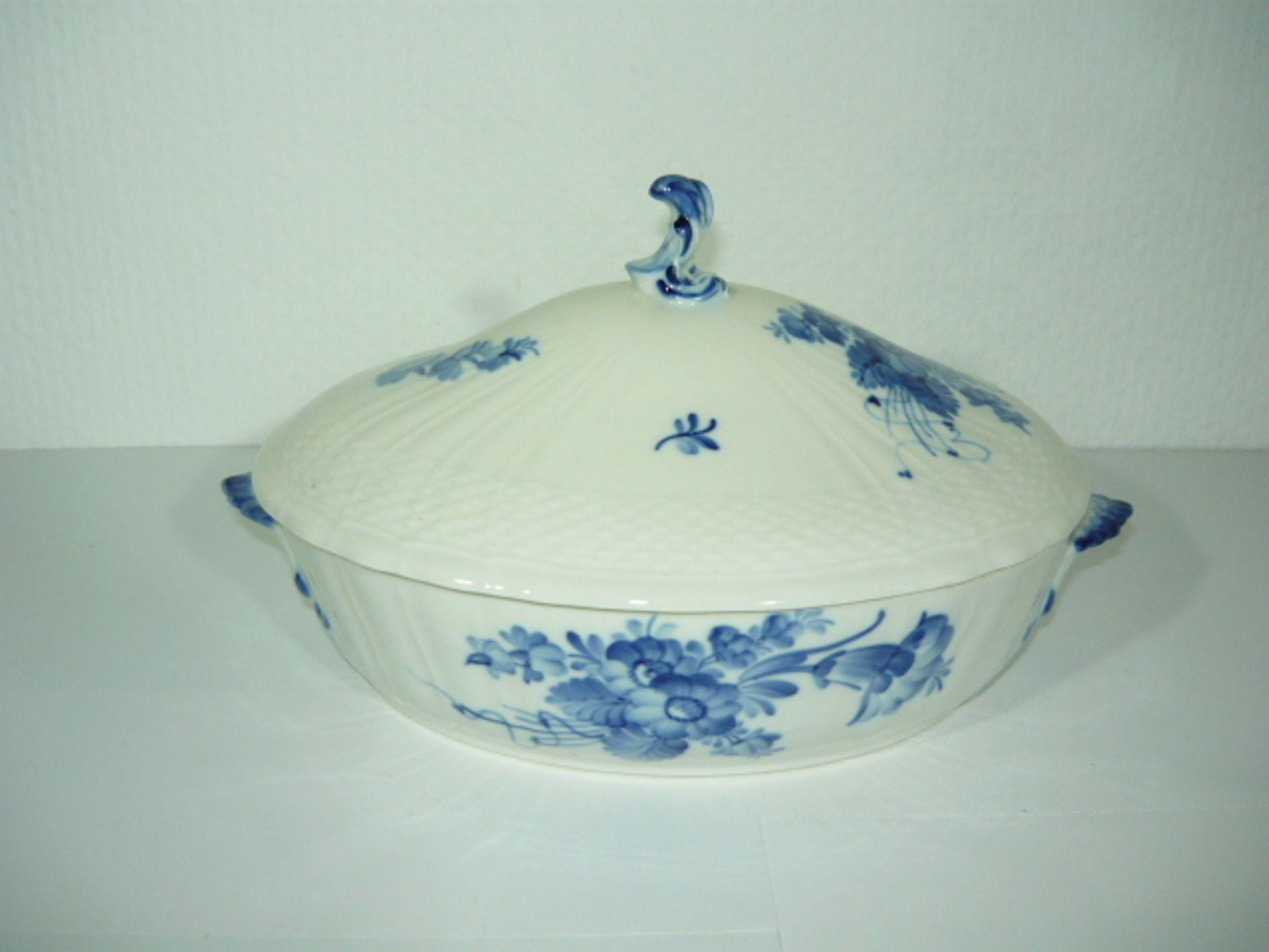 Royal Copenhagen. Blaue Blume. Ovale Deckelschüssel. II.W. L. ca. 28cm. KOSTENLOSER VERSAND