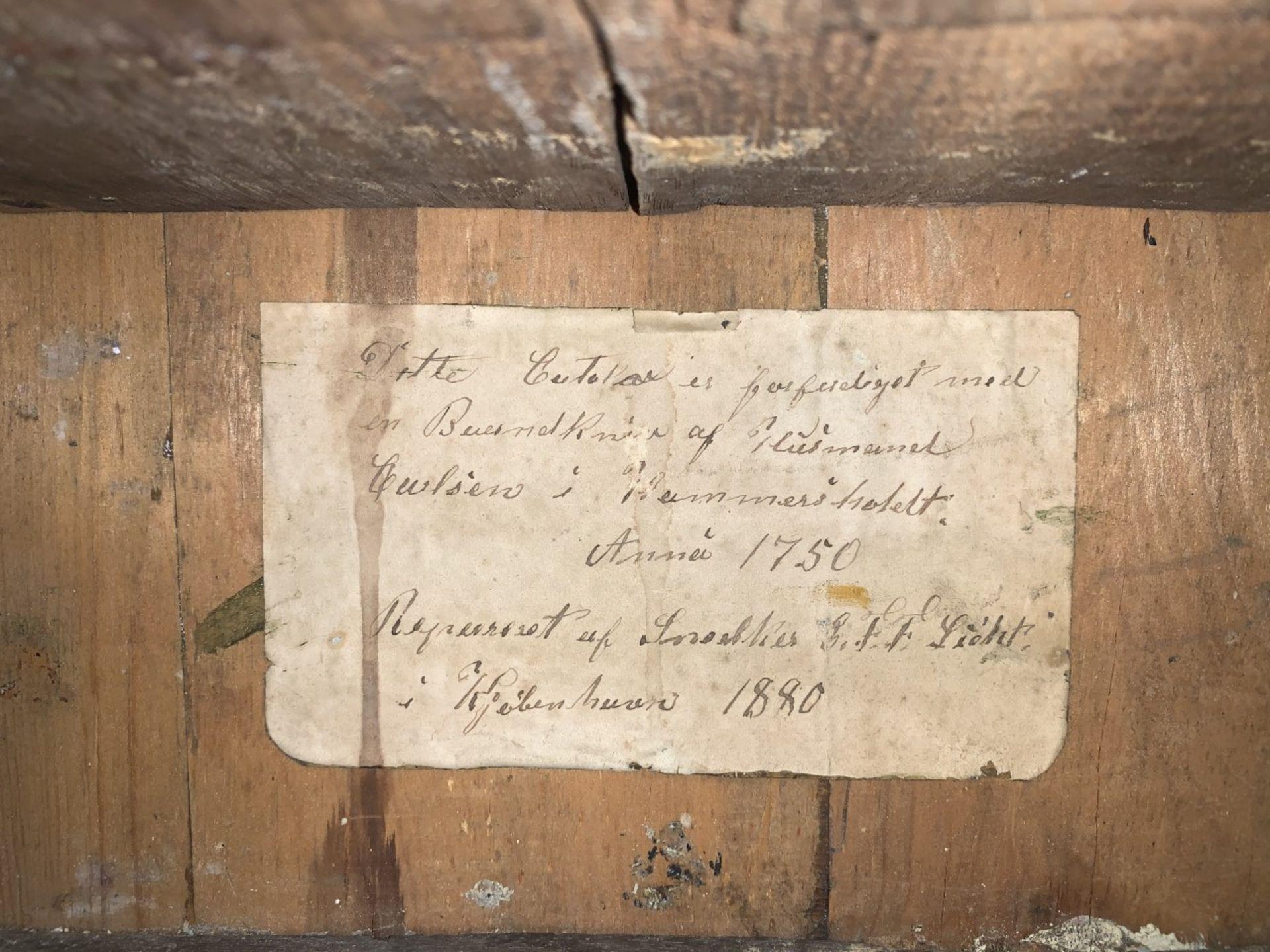 Bedeutender Modellsekretär von 1750. Innen kleines Dokument. H. ca. 50cm. Altersspuren und kleine - Bild 5 aus 5