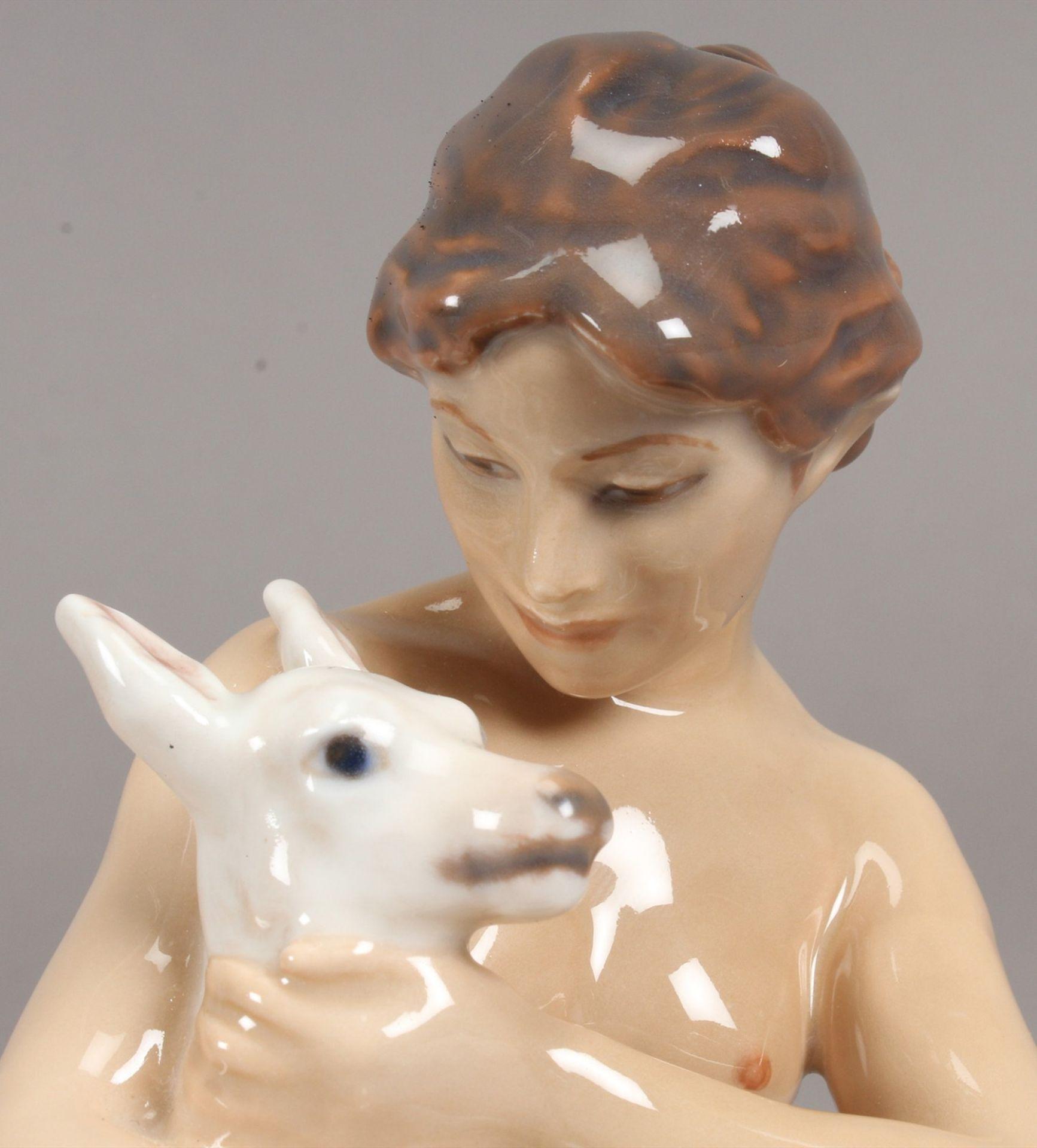 Dahl Jensen, Copenhagen. Junges nacktes Mädchen mit Ziegenkitz. Modell nr. 1276, I.W. H. 18 cm. - Bild 3 aus 4