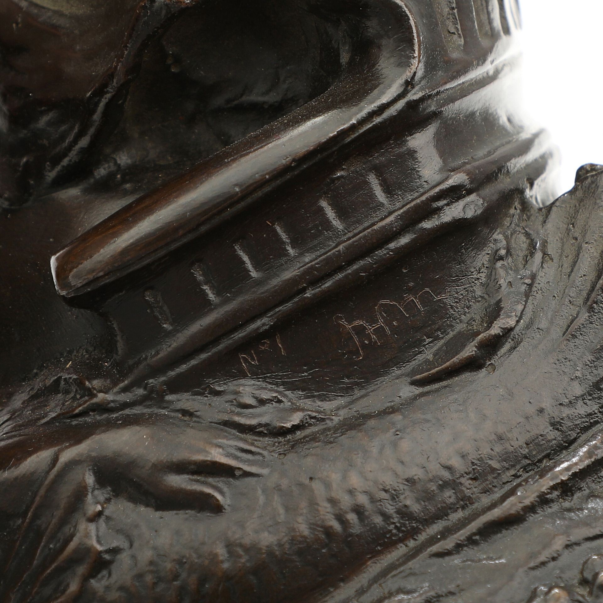 Unbek. Bildhauer. Darstellung einer Schutzpatronin der Seefahrer, evtl. Amanda. Patinierte Bronze. - Bild 3 aus 4