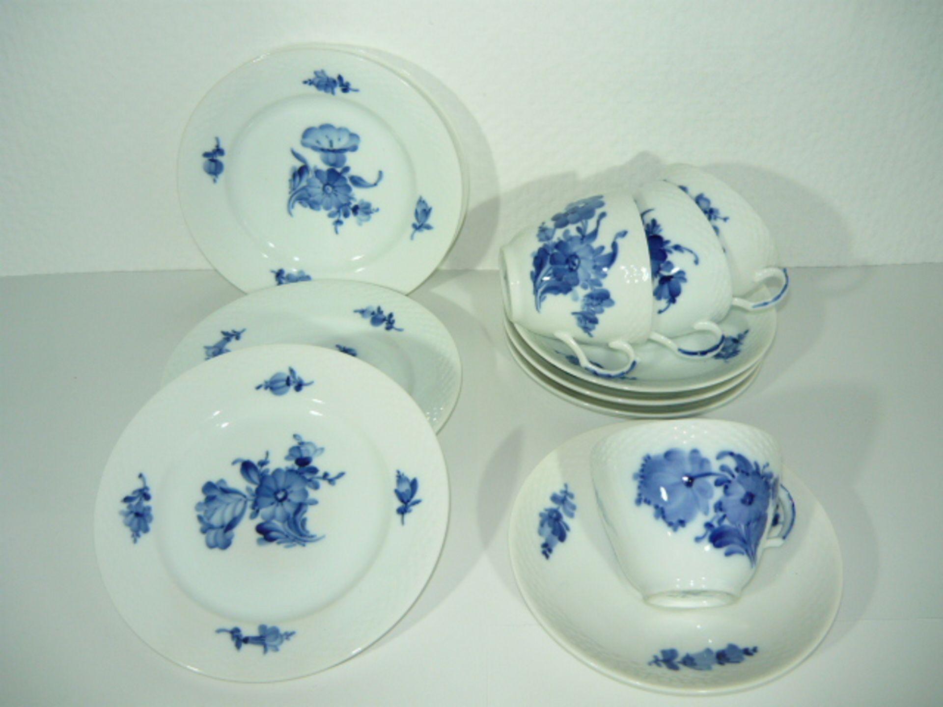 Royal Copenhagen. Blaue Blume. 4 Drewiteilige Kaffeegedecke No. 8261. KOSTENLOSER VERSAND
