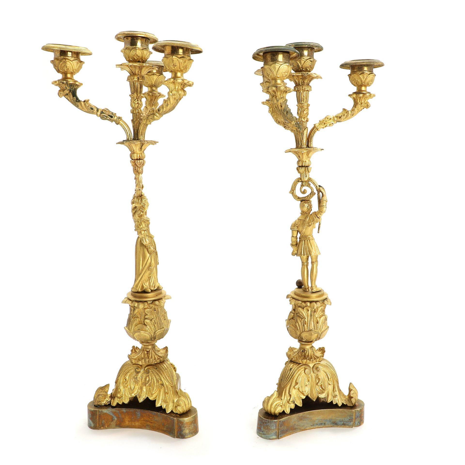 Ein Paar Französische Kerzenleuchter im Trobadour-Style. 5armig. Bronze, vergoldet. 19.Jhdt. H. 45 - Bild 2 aus 3