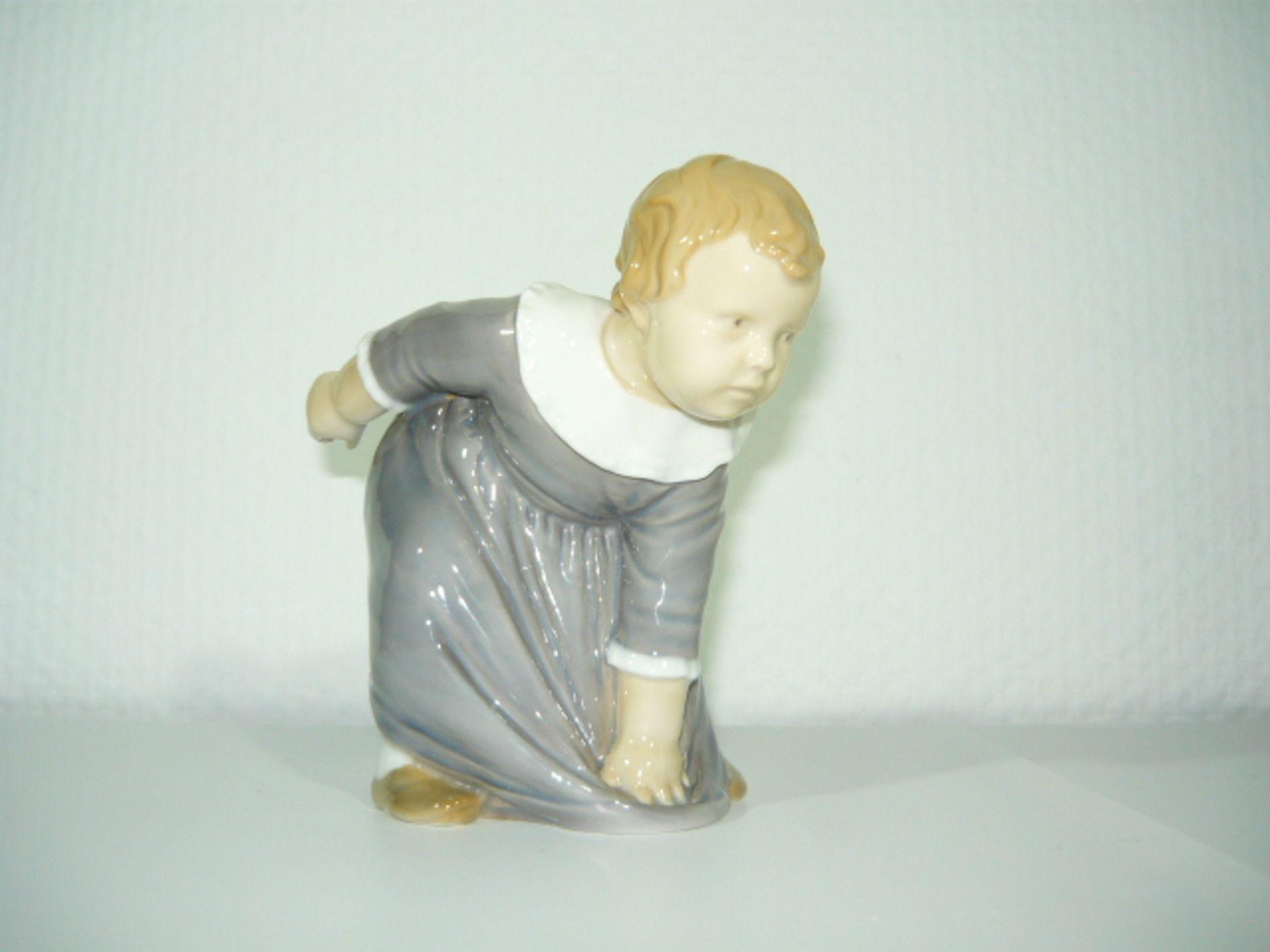 B&G Copenhagen. Seltene Kinderfigur. Um oder nach 1900. H. ca. 14cm. KOSTENLOSER VERSAND INNERHALB
