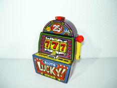 Burton Morris für Artis Orbis Editionen. Spardose als Glückspielautomat in Porzellan. H. ca. 15cm.