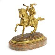 Bronze eines reitenden Kosakken mit Horn. Bronze vergoldet und auf feiner Alabasterplinthe. Wohl