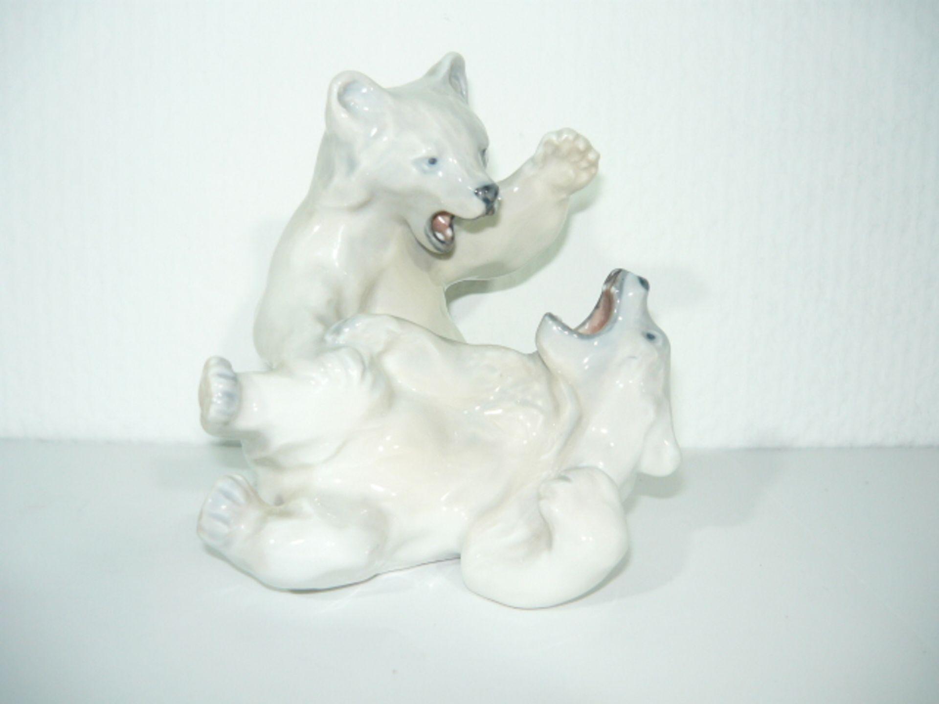 Royal Copenhagen. Zwei kämpende Eisbären. II.W. Maß ca. 15x15x15cm. KOSTENLOSER VERSAND INNERHALB