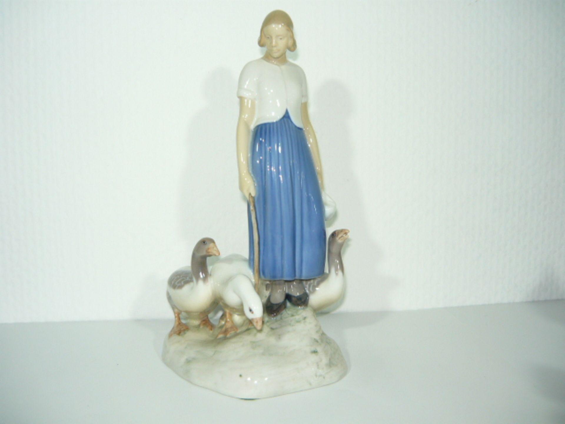 Axel Locher für B&G Copenhagen. Junge Frau mit drei Gänsen. II.W. H. ca. 25cm. KOSTENLOSER VERSAND