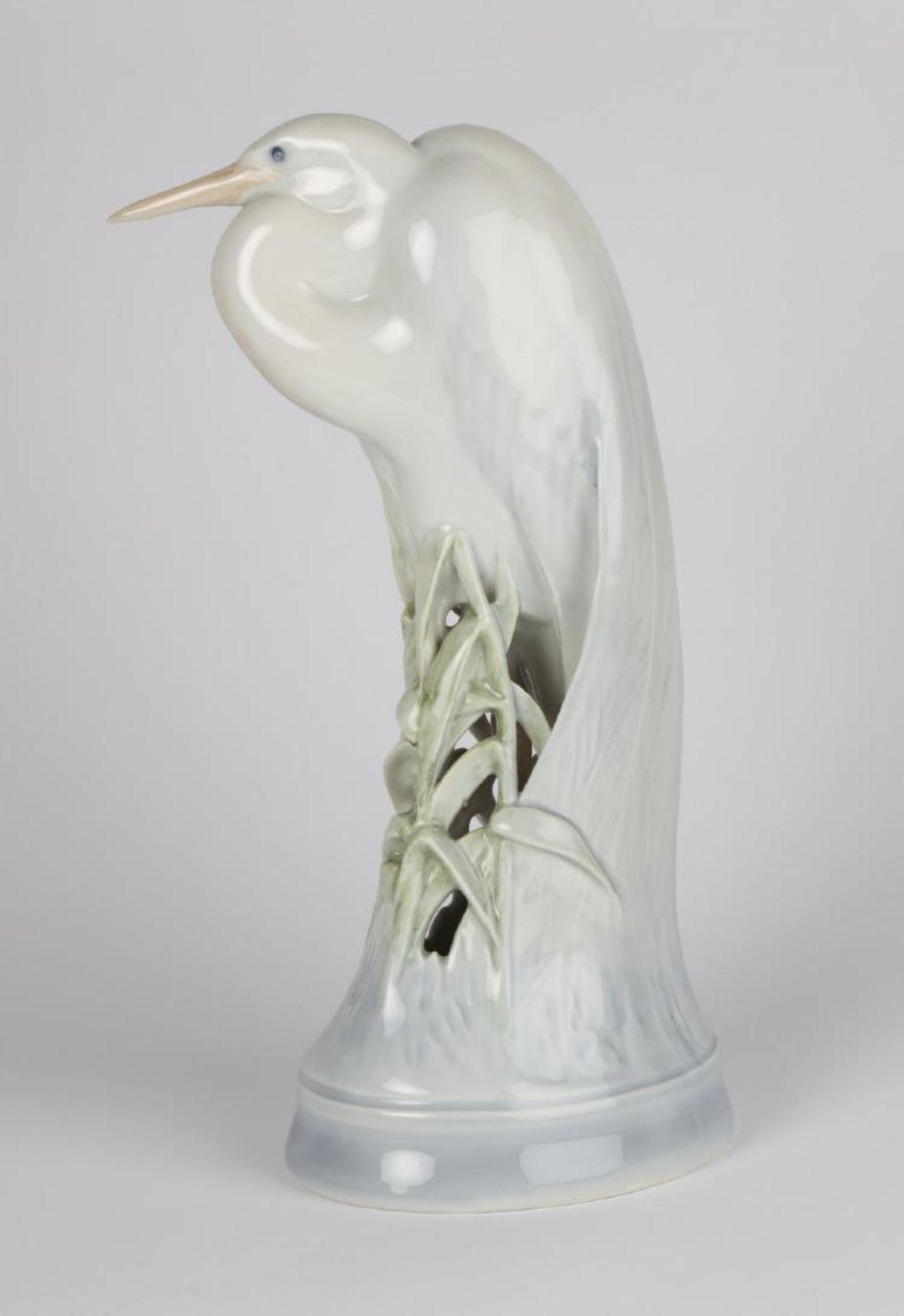 Royal Copenhagen. Großer asiatischer Reiher. Entwurf Theodor Madsen. Modell 532. I.W. H. ca. 28cm.